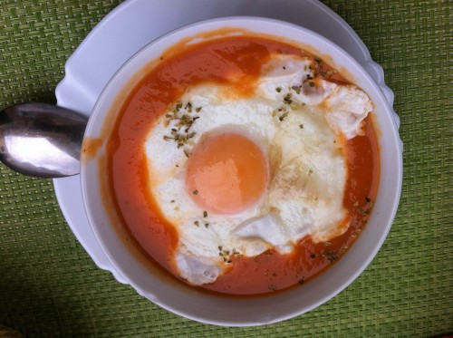 Nasitna paradižnikova juha z jajcem (Madeira)