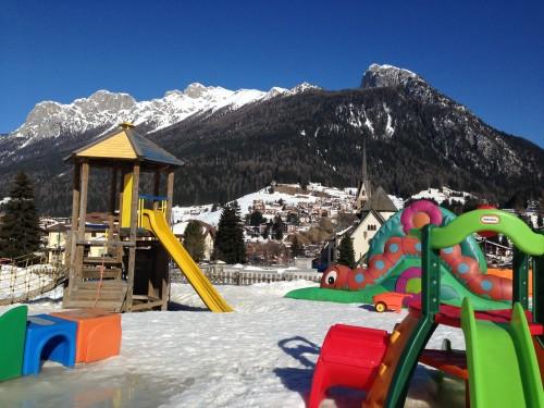 Igrala v vasici Grindelwald, novo leto z otroki