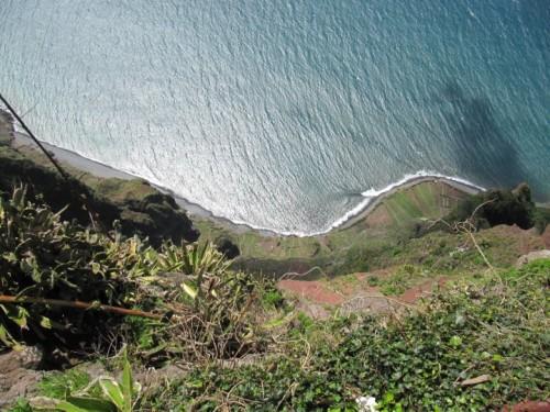 Pogled navzdol v lepem vremenu Cabo Girao)
