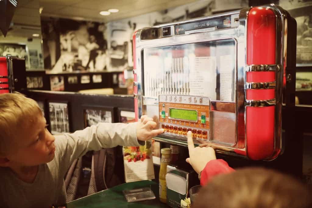Mels drive in - Ameriška restavracija v stilu 60-ih (Potovanje po Kaliforniji)