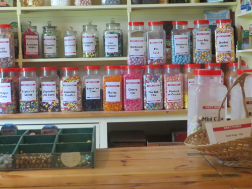 Trgovinica z bomboni (candy shop), Škotska z otroki