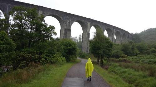 Železniški viadukt v Glenfinnan-u, Škotska z otrokom
