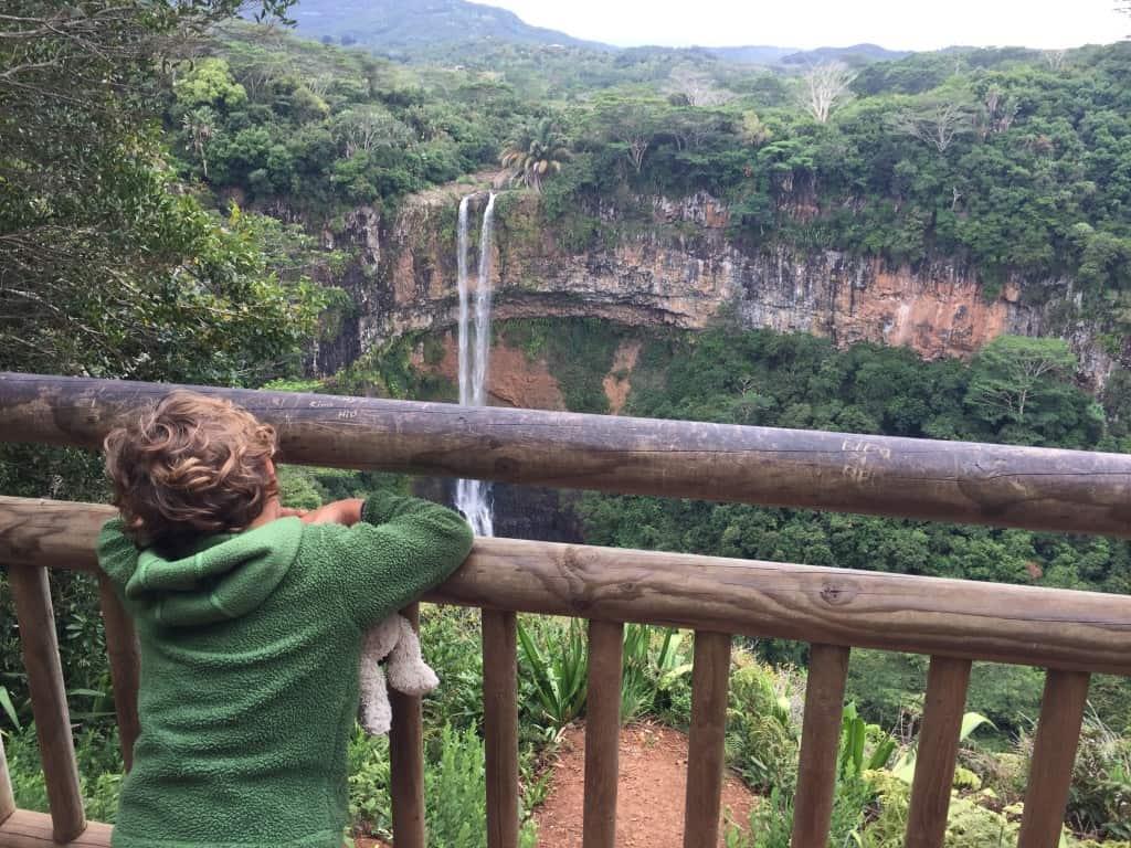 Chamarel Waterfalls v naravnem parku (rajski otoki družinsko)