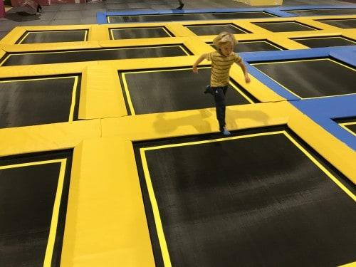 Prosto skakanje po trampolin parku WOOP!