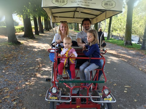 Družinsko kolesarjeenje po obzidju mesta Lucca