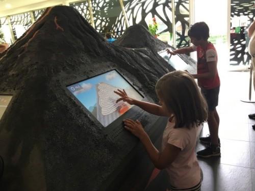 Interaktivni prikaz vulkanov