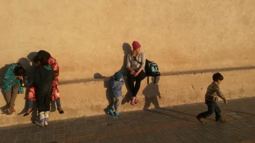 Igra maroških otrok na trgu