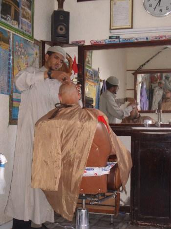 Če imate brado si v Maroku obvezno privoščite obisk brivca