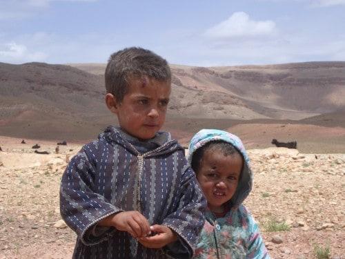 Berberski otroci pasejo koze