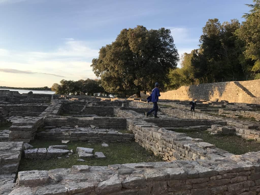 Raziskovanje antičnih izkopanin