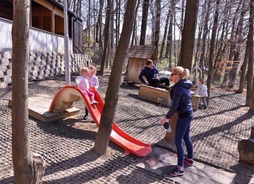 Otroško igrišče pri čolnarni Muzelj o Šmartinskem jezeru pri Celju