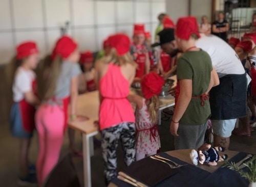 Kuharska delavnica s Cool fotrom je bila zagotovo med bolj popularnimi na programu (Kompas družinski klub)