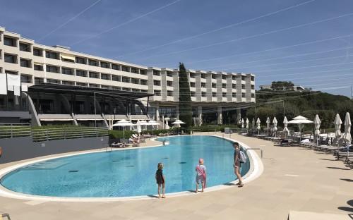 Zunanji bazen pred hotelom Istra