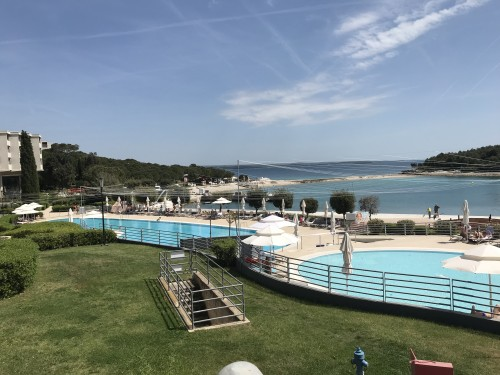 Razgled na zunanje bazene Hotel Istra, Crveni otok, Rovinj)