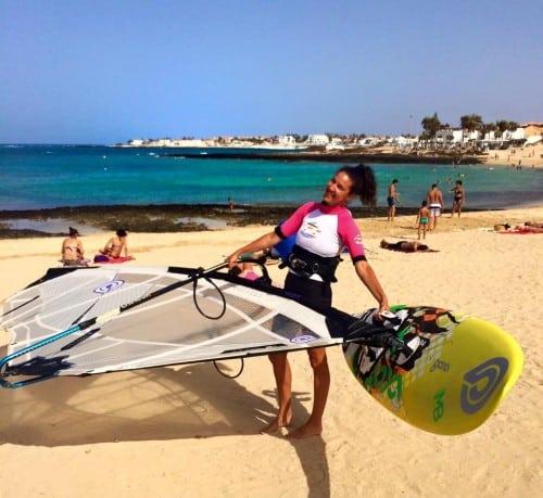 Nuša na počitnicah rada windsurfa (Fuerteventura, Kanarski otoki)