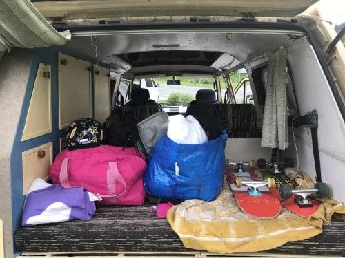 Grga ima prostoren prtljažnik, vendar ga zvečer podrete v ležišče, zato ne pretiravajte s pakiranjem