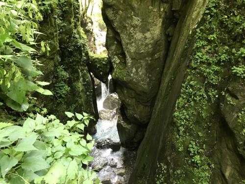 Medvedova glava - velika skala, ki se je zagozdila v kanjonu Zadlašččice