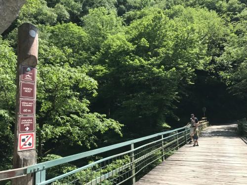 Na vrhu Hudičevega mostu, Tolminska korita