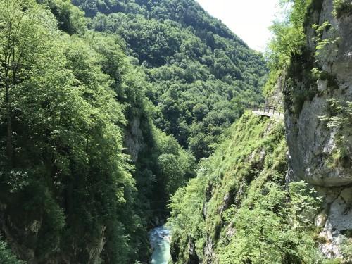 Pogled na sotočje Tolminke in Zadlaščice od zgoraj (Tolminska korita)