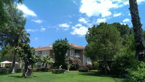 Urejeni, zeleni parki naokoli hotelov (Turčija z otroki)