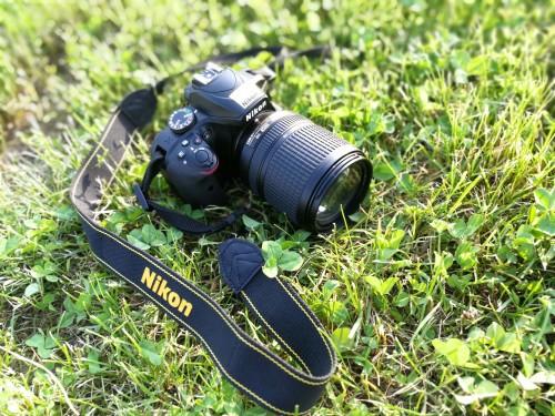 Nikon D3400, velikost in teža