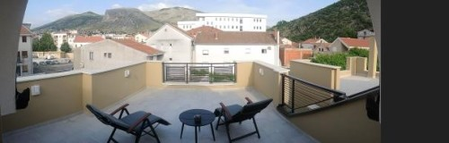 Naša nepozabna terasa v apartmaju v Mostarju,družinski roadtrip po Bosni