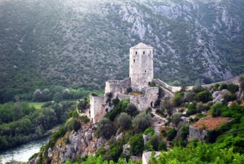 Slikovito mestece Počitelj nad Neretvo,družinski roadtrip po Bosni