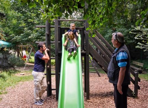 Zabava na otroške igrišču v info centru ob ribniku Vrbje