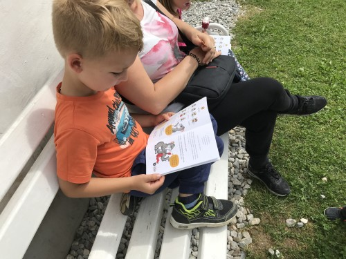 Knjižica, s katero pomagamo polhku najti dom, Polhov doživljajski park