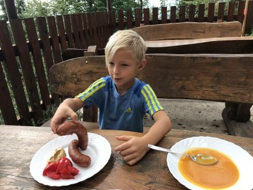 Domača bučna juha in kranjska klobasa za kosilo