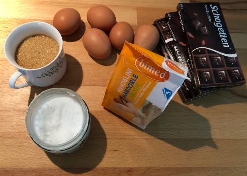 Potrebne sestavine za najboljšo čoko brownie toro