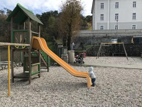 Otroško igrišče pred Komando, v Parku vojaške zgodovine